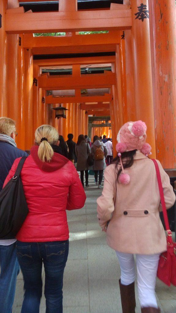 Seribu gerbang dan juga seribu pengunjung
